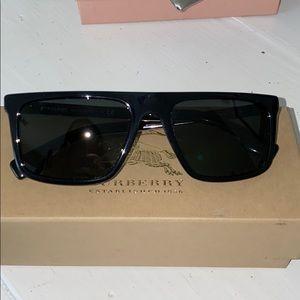 NEVER WORN Burberry sunglasses